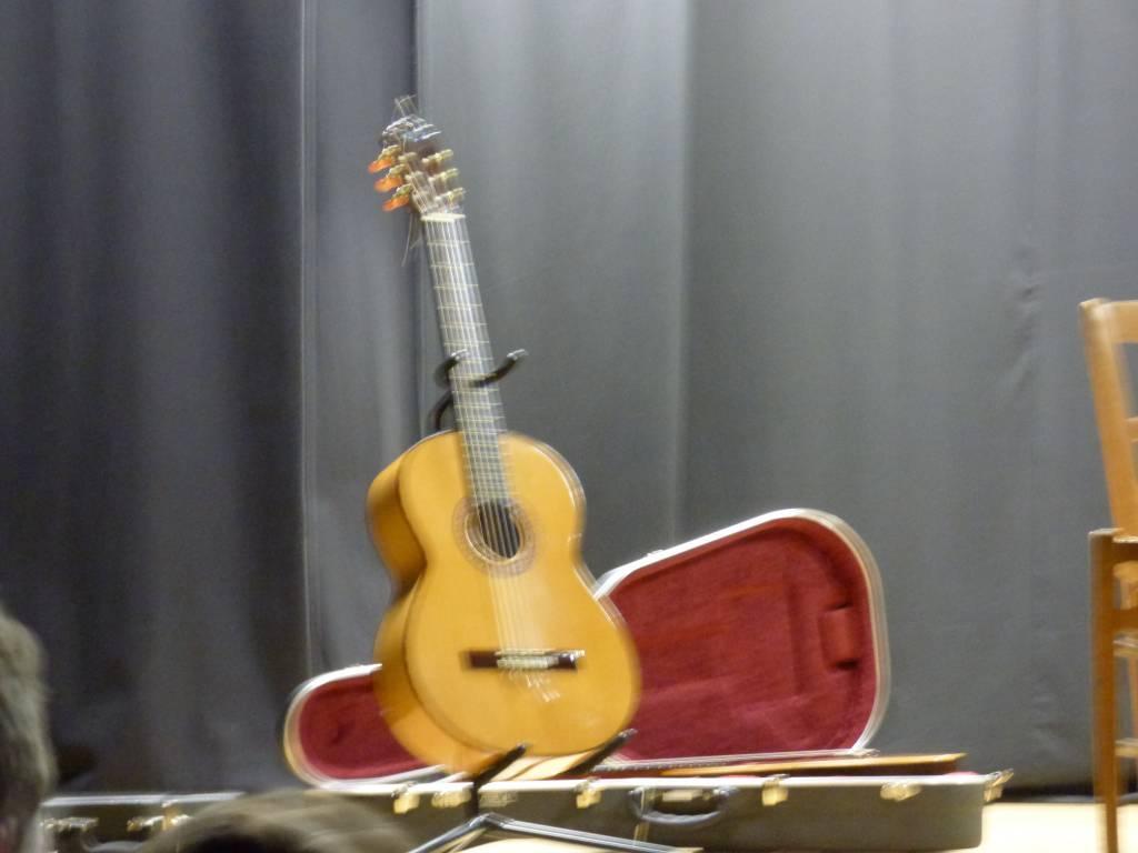 le concert de guitare au th tre de la chapelle de brain des cm1 cm2 le 30 janvier ecole. Black Bedroom Furniture Sets. Home Design Ideas
